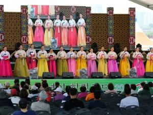 韩国江陵端午祭开幕